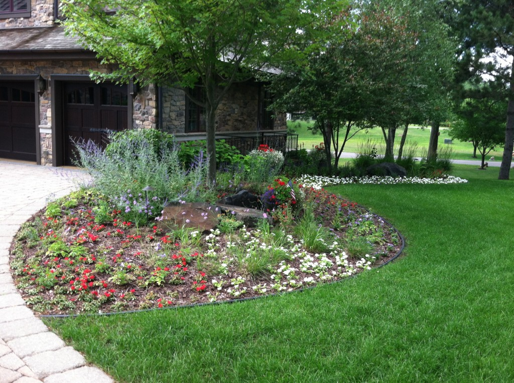 Landscaping services new richmond wi for Custom landscaping